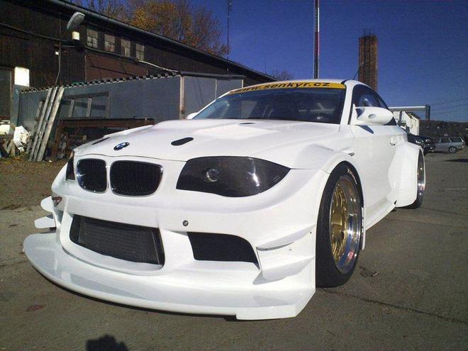 Инженеры чешской кузовной команды Senkyr Motorsport построили BMW 1 Series